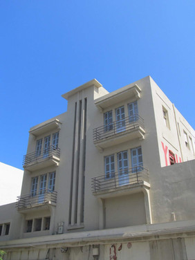 בנין בסגנון הבינלאומי ברח' הנמל 8