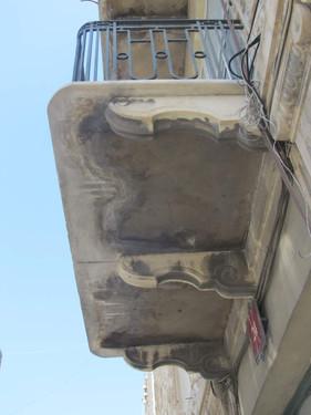 קורות תמיכה במרפסת ברח' יפו