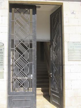 דלת ברחוב הבנקים