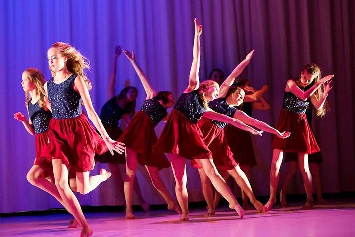 tanssitytöt_pakattu.jpg