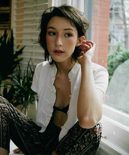 Model: Chelsea Lee Photographer: Molly Beaton