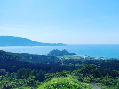 敦賀湾を一望