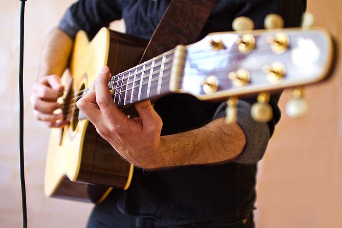 Oskar acoustic show in Barcelona