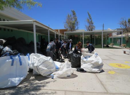 Alumnos del liceo Cesáreo Aguirre Goyenechea. B-9, recolectaron más de 9.5 toneladas de botellas plá