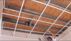 Aplicación de tablaroca en techos.
