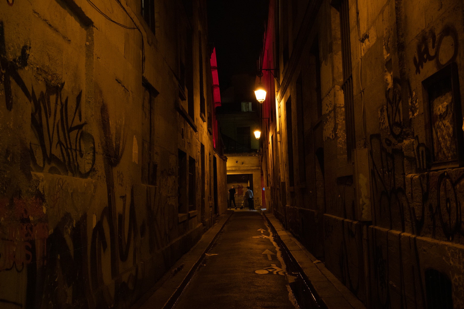 Marais at night