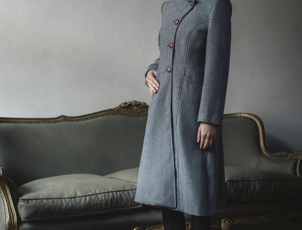 Abrigo gris.