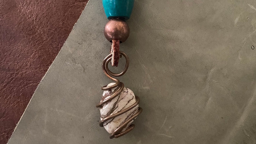 Greenbean Stone Wire Leather Necklace