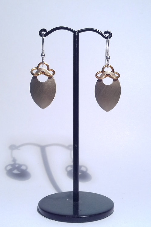 Golden Scalemaille Earrings (Single)