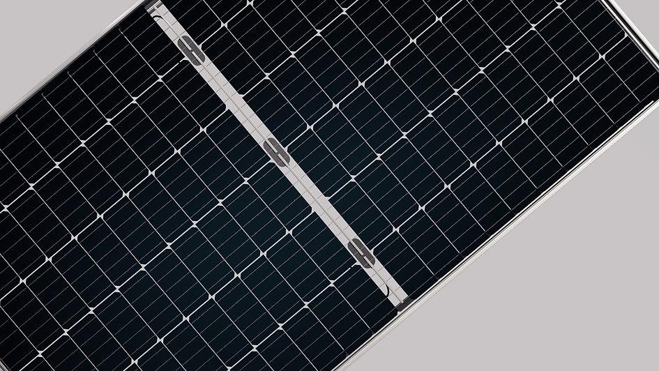 half-cut-solar-panels-Longi.jpg