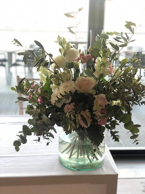 £100 Vase Display