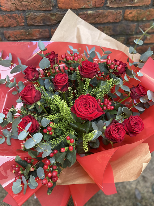 £120 X12 Luxury Long Stemmed Red Roses