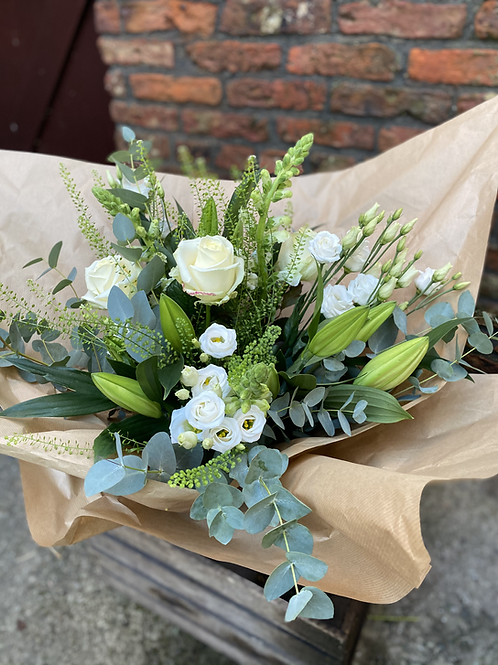 £80 Roses, Lilies and Lisianthus