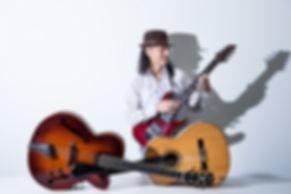 白水ギター3本横.jpg