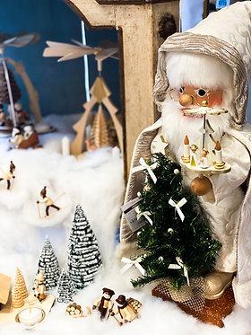 Nutcracker - Santa with Pyramid