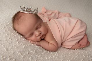 Gifford Newborn-14.png
