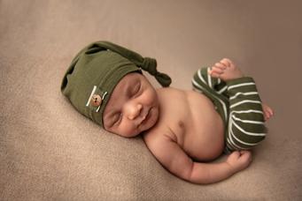 Gandy Newborn-40.png