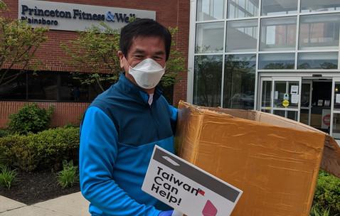 Joran Hu, CEO of RiskVal donating masks to princeton local hospitals