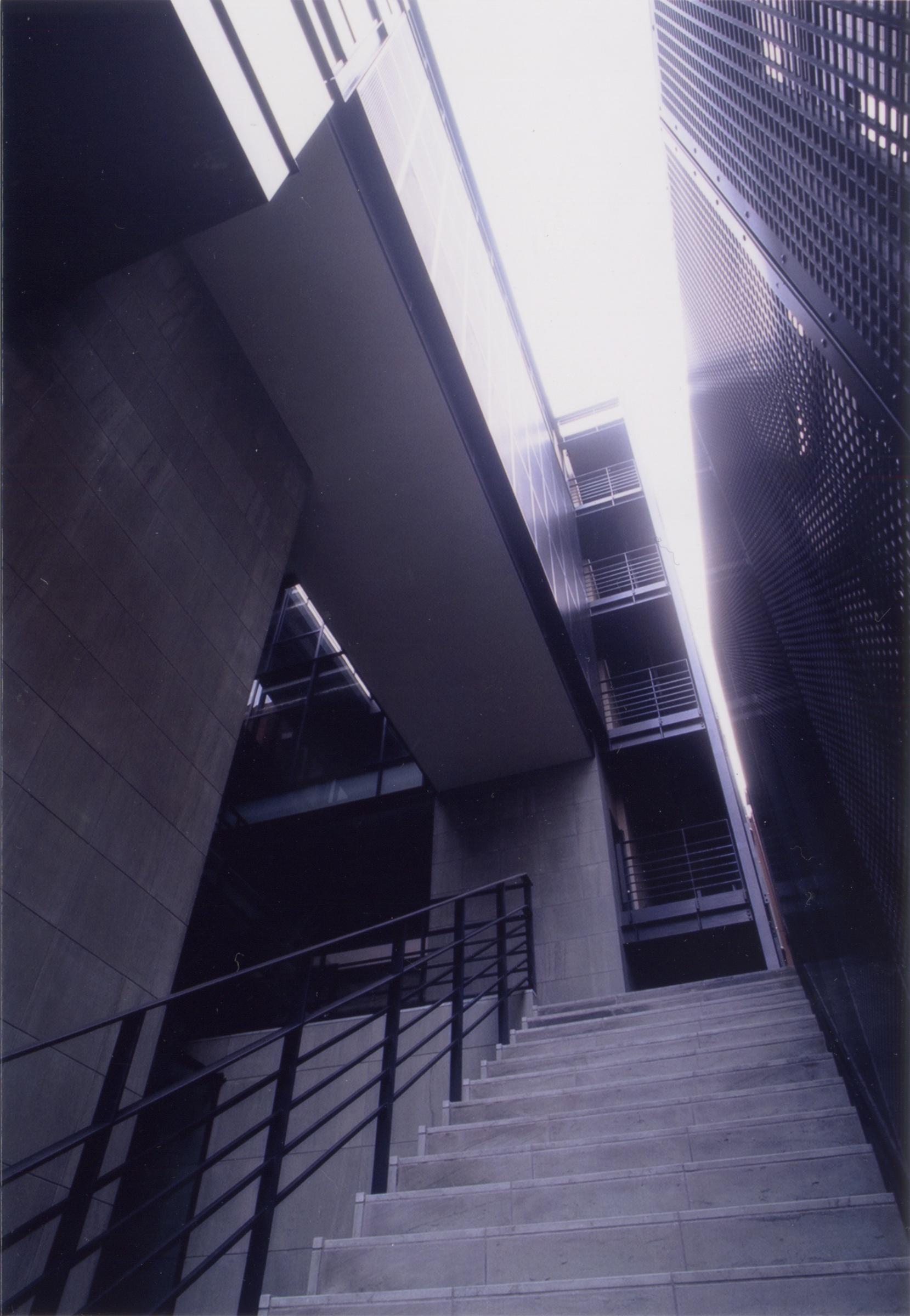 階段からの見上げ