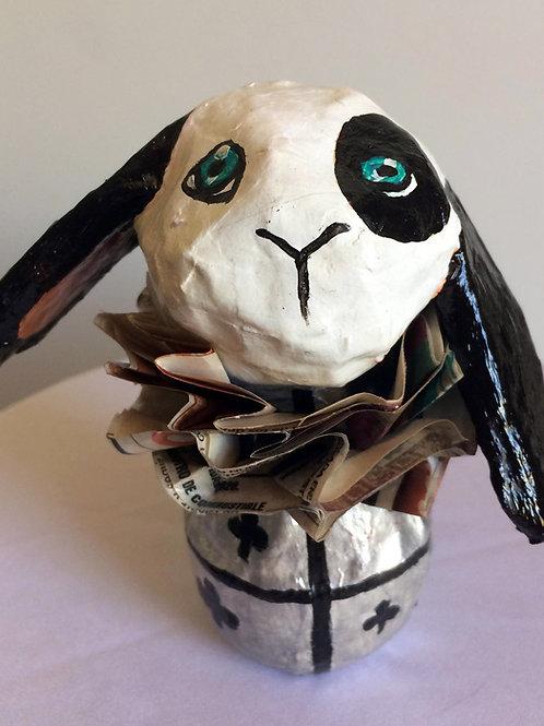 Conejo Alicia en el país de las maravillas gris