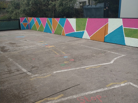 An Néidín --- Painting and decoration of Playground!