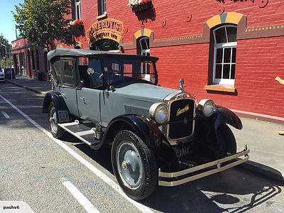 Vintage Hupmobile for hire in Art Deco Napier, avaiable for cruise shore excursions