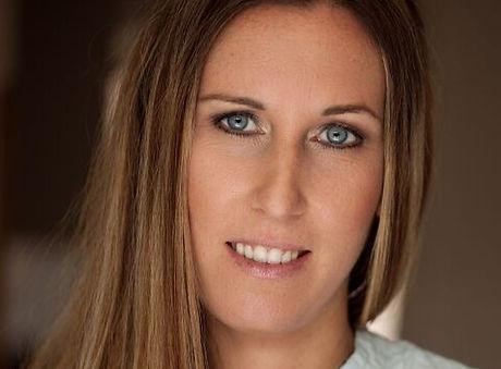 Portrait Nadine Wenger_edited.jpg