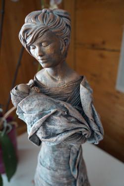 Skulptur Mutter mit Baby.jpg