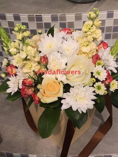 Доставка цветы в коробке Розы Коммунарка Москва и Московская область