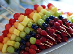 Brownies, Rainbows & Guides make fruit kebabs.