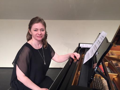 Jen's piano lessons and accompaniments.J