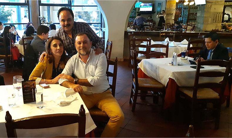 ALMORZANDO CON DOS AMIGOS Y AUTORES FRID