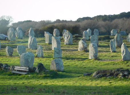Carnac, alignements, tumulus, dolmens, croix...