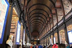 Trinity_College_et_la_Bibliothèque.jpg