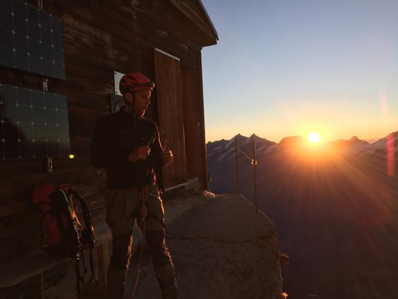 Soleil levant au refuge Solvay 4003m