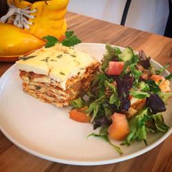 Lasagna w garden Salad