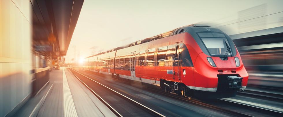 Tåg på väg från perrongen