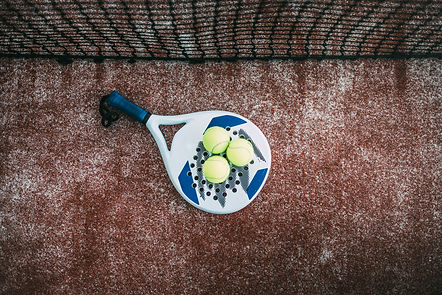 padel-blade-racket-on-the-floor-B4W8PQL.