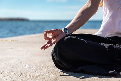 femme en position de méditation