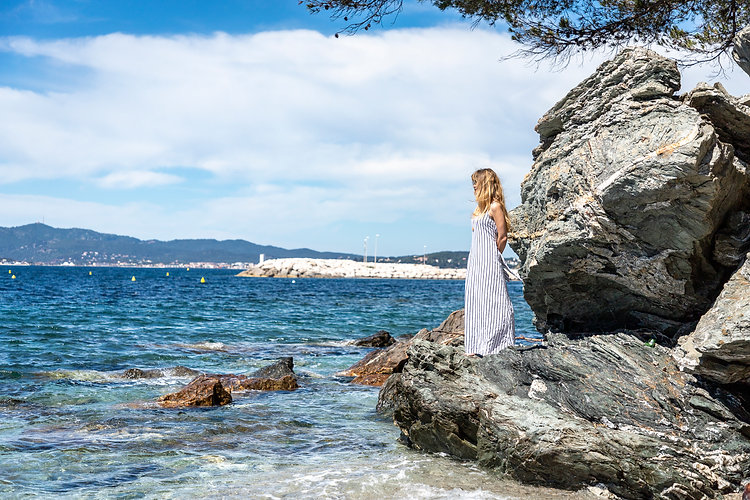 Claire Peltier devant le mer