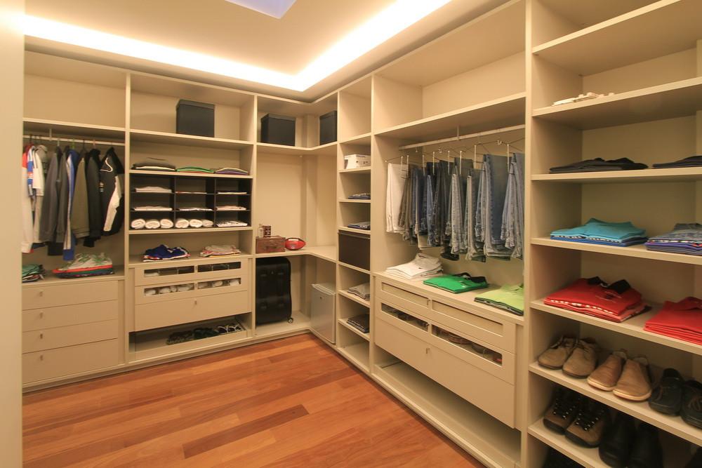 9 quarto closet (1).JPG