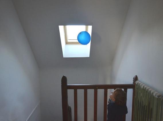 Aug-ballon-bleu3-1200-fil-man.jpg