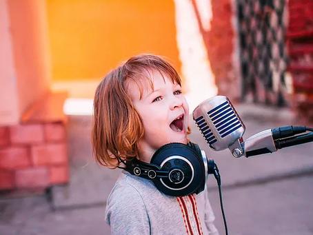 Baixe a Playlist das mamães que contaram qual música lembram dos seus pequenos!