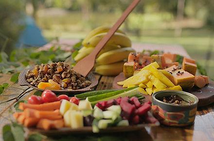 varios-pratos-com-comidas-naturais.jpg