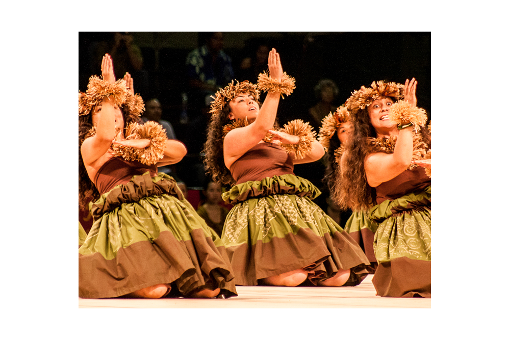 Hawaii Trip Planner | GeoLuxe Travel | hula dancers