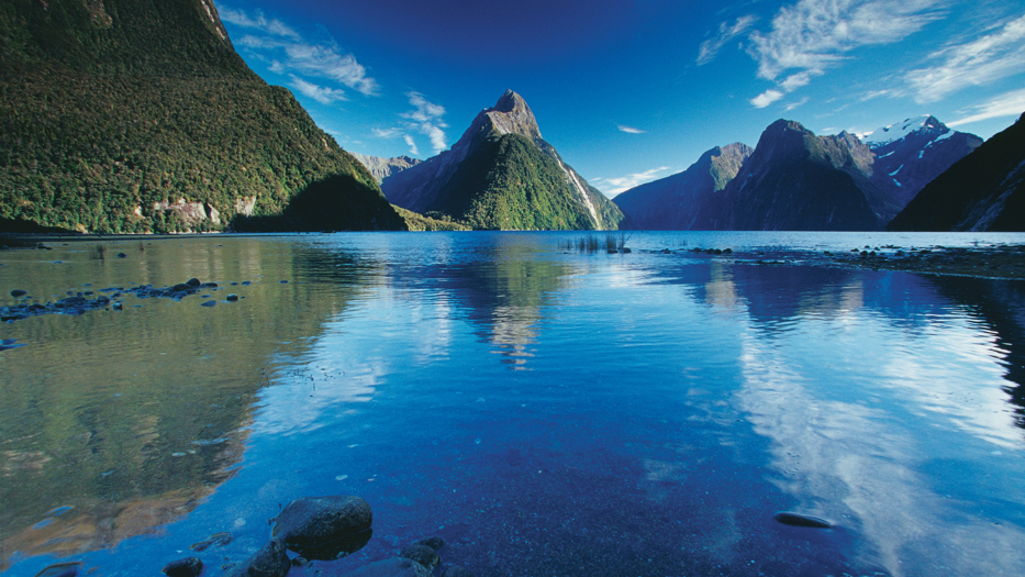 New Zealand Trip Planner | GeoLuxe | Lake with mountains