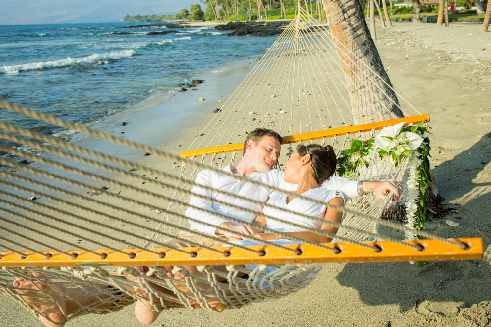 Hawaii Trip Planner | GeoLuxe Travel | couple sleeping in hammock