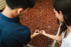 Hawaii Trip Planner | GeoLuxe Travel | couple with coffee beans