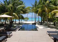 Tahiti Trip Planner | GeoLuxe | beachfront pool