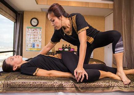 Thai massage 01.jpg